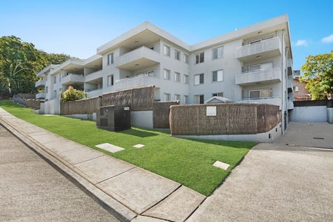 14/13-15 Moore Street, West Gosford, 2250, Central Coast - Unit / Stylish Modern Unit Close to Everything / Garage: 1 / $460,000