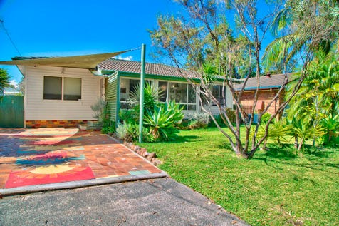5 Wombat Street, Berkeley Vale, 2261, Central Coast - House / Family Home – Hop, Skip & Jump to the Lake / Deck / Fully Fenced / Carport: 1 / Air Conditioning / Broadband Internet Available / Built-in Wardrobes / Floorboards / Rumpus Room / $559,000