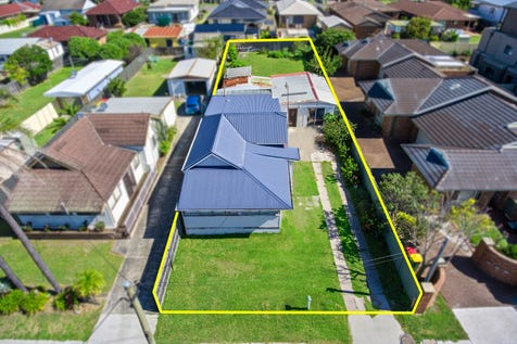 27 Bay Road, The Entrance, 2261, Central Coast - House / Development Potential – R3 Zoning / Garage: 1 / $600,000