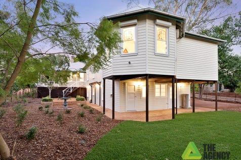 """27 Hartung Street, Mundaring, 6073, North East Perth - House / """"Hartung House"""" (circa 1905) - Great B & B Opportunity / Balcony / Deck / Fully Fenced / Garage: 2 / Broadband Internet Available / Built-in Wardrobes / Dishwasher / Floorboards / Open Fireplace / Study / Ensuite: 5 / Living Areas: 3 / Toilets: 6 / $1,250,000"""