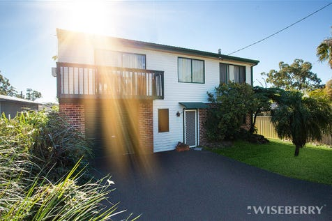 25 Gladys Avenue, Berkeley Vale, 2261, Central Coast - House / ORIGINAL CHARACTER FILLED FAMILY HOME / Garage: 2 / $490,000