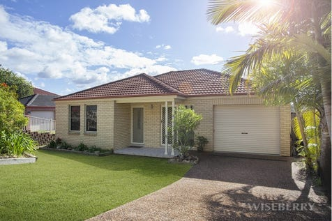 2/8 The Ridge, Wadalba, 2259, Central Coast - House / FREESTANDING VILLA OF STYLE AND QUALITY / Garage: 1 / $400,000