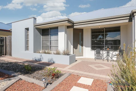 5 Paxton Court, Ellenbrook, 6069, North East Perth - House / QUIET CUL DE SAC LOCATION! / Swimming Pool - Inground / Garage: 2 / Secure Parking / Air Conditioning / Toilets: 2 / $415,000