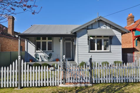 13 King Street, Lithgow, 2790, Central Tablelands - House / WELL PRESENTED WEATHERBOARD HOME / Garage: 2 / Living Areas: 1 / $320,000