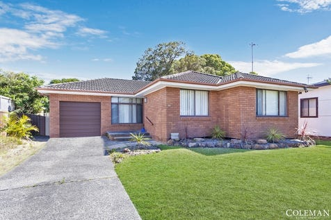 42 Ninth Avenue, Toukley, 2263, Central Coast - House / Golfers Dream: Direct onto Golf Course, Spacious Interiors / Open Spaces: 1 / $495,000