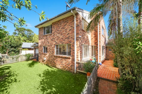 18B Christle Street, Green Point, 2251, Central Coast - Duplex/semi-detached / Low Maintenance Living & No Strata Fees / Courtyard / Fully Fenced / Outdoor Entertaining Area / Garage: 1 / Secure Parking / Air Conditioning / Broadband Internet Available / Built-in Wardrobes / Floorboards / Pay TV Access / Toilets: 2 / $590,000