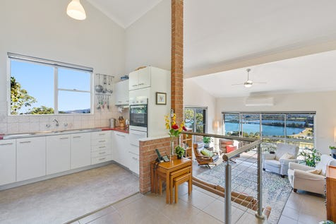 2/100 John Whiteway Drive, Gosford, 2250, Central Coast - Unit / CHARMING HIGH CEILINGS AND STUNNING VIEWS / Garage: 1 / P.O.A