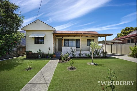 65 Coonanga  Avenue, Budgewoi, 2262, Central Coast - House / GREAT PLACE TO START / Garage: 1 / $390,000