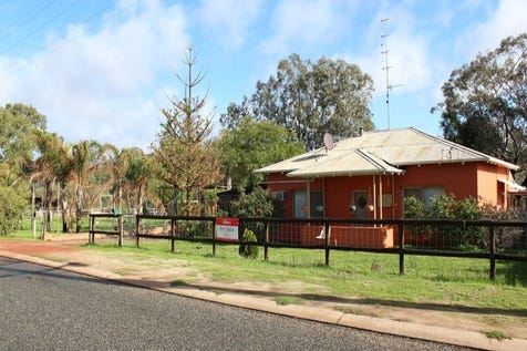 94 Burlong Rd, Northam, 6401, East - House / Your very own farm in town  - backs on to the Avon River / Carport: 1 / Toilets: 1 / $318,000