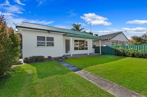 21 Lone Pine Avenue, Umina Beach, 2257, Central Coast - House / Gorgeous Cottage In Prime Location / Garage: 1 / $605,000