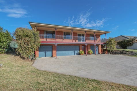 9 Hurley Close, Llanarth, 2795, Central Tablelands - House / NORTHERN ASPECT WITH VIEWS / Deck / Garage: 3 / Remote Garage / Built-in Wardrobes / Ducted Cooling / Ducted Heating / Floorboards / Workshop / Ensuite: 1 / Toilets: 3 / $519,000