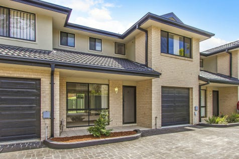 2/72 Dwyer Street, North Gosford, 2250, Central Coast - Townhouse / Ultra convenient and spacious townhouse / Garage: 1 / $450,000