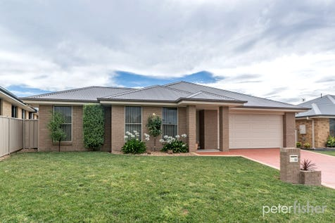 52 Diamond Drive, Orange, 2800, Central Tablelands - House / Just Like New / Garage: 2 / Secure Parking / Toilets: 2 / $429,000