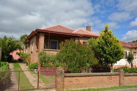 70 Martini Parade, Lithgow, 2790, Central Tablelands - House / Standing Grand / Garage: 1 / $315,000