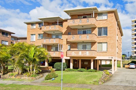 13/57-59 Ocean Parade, The Entrance, 2261, Central Coast - Apartment / FANTASTIC LOCATION - PRICED TO SELL / Balcony / Garage: 1 / Built-in Wardrobes / $409,000