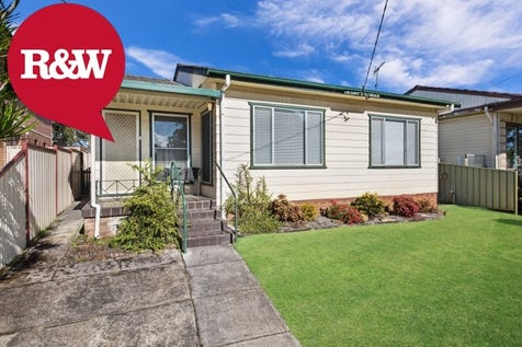 32 Wallaby Street, Blackwall, 2256, Central Coast - House / Large Family Home, Rear Lane Access! / Garage: 1 / $640,000