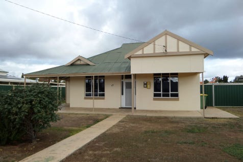 45 Duff Street, Merredin, 6415, East - House / A grand old home with 3 bedrooms + sleepout / Living Areas: 1 / Toilets: 1 / $148,000