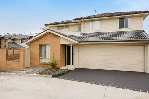 7/3 Gahnia Place, Hamlyn Terrace, 2259, Central Coast - House / MODERN TOWNHOUSE IN PRIME LOCATION! / Garage: 2 / Air Conditioning / $455,000