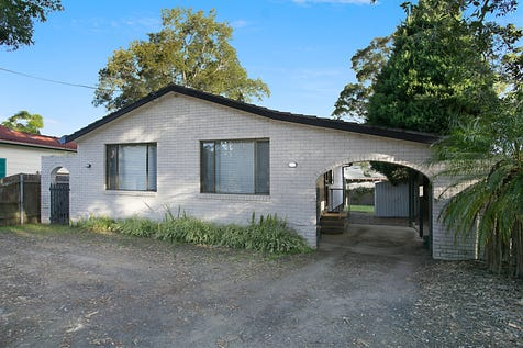 674 Pacific Highway, Lake Munmorah, 2259, Central Coast - House / FIRST HOME BUYERS or INVESTORS BE QUICK / Carport: 1 / Toilets: 2 / $400,000