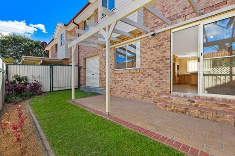 2/31 Boondilla Road, The Entrance, 2261, Central Coast - Townhouse / Spacious Townhouse With Two Seperate Living Rooms! / Garage: 1 / $599,000