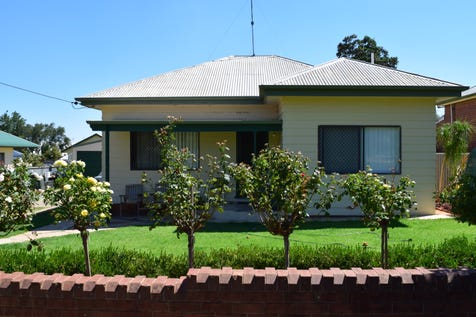84 High Street, Parkes, 2870, Central Tablelands - House / SPACE TO ENTERTAIN / Garage: 2 / $280,000