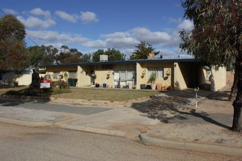 1 Morton Street, Merredin, 6415, East - House / LEASED @ $360 PER WEEK - SPACIOUS FAMILY HOME / Carport: 1 / Secure Parking / Air Conditioning / Toilets: 2 / $295,000
