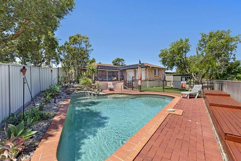 217 Cresthaven Ave, Bateau Bay, 2261, Central Coast - House / COMPLETE FAMILY HOME / Garage: 2 / $649,000