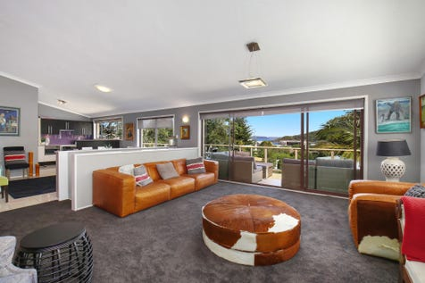 6 Beryl Bvd, Pearl Beach, 2256, Central Coast - House / Spacious and stylish home in perfect beach side setting / Garage: 2 / P.O.A
