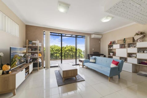 6/5-7 Centennial Ave, Long Jetty, 2261, Central Coast - Apartment / The Spacious Modern Apartment Close to the Beach / Balcony / Garage: 1 / Remote Garage / Secure Parking / Air Conditioning / Built-in Wardrobes / Dishwasher / Intercom / Reverse-cycle Air Conditioning / Ensuite: 1 / Living Areas: 1 / Toilets: 2 / $399,000