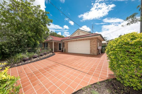 1 Bellbowrie Avenue, Narara, 2250, Central Coast - House / Plenty Of Space With This Great Home & 1321m2 Block. / Garage: 2 / Ensuite: 1 / $750,000