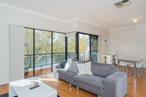 4/131 Royal Street, East Perth, 6004, Perth City - Apartment / TOP FLOOR IN A BOUTIQUE SETTING... / Garage: 1 / Alarm System / P.O.A