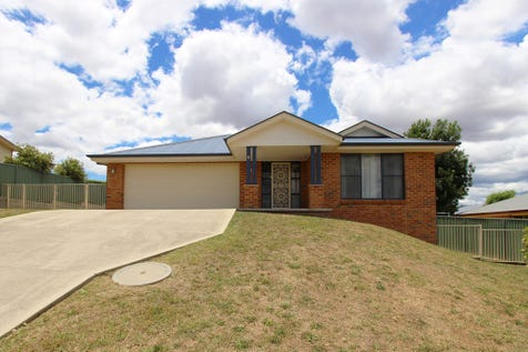 8 Federation Drive, Kelso, 2795, Central Tablelands - House / FAMILY LIVING - GREAT LOCATIONS / Garage: 2 / Secure Parking / Toilets: 2 / $465,000