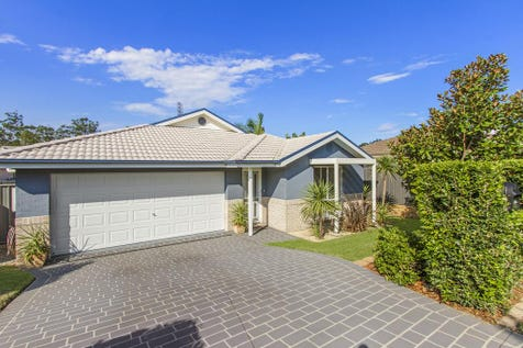 28 Connemara Street, Wadalba, 2259, Central Coast - House / PRESENTS LIKE NEW / Deck / Outdoor Entertaining Area / Garage: 2 / Remote Garage / Secure Parking / Air Conditioning / Dishwasher / Split-system Air Conditioning / $599,000