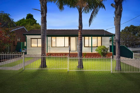67 Ocean Parade, Noraville, 2263, Central Coast - House / Beachside cottage charm set on 696m block / Garage: 2 / $549,000