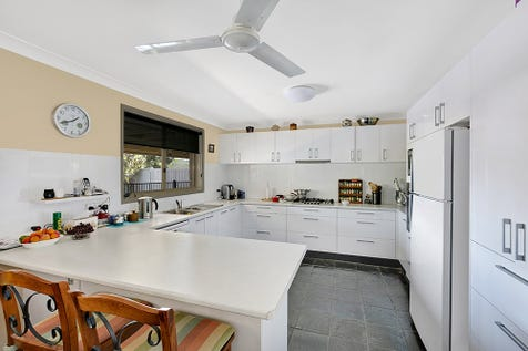 217 Cresthaven Avenue, Bateau Bay, 2261, Central Coast - House / A PLACE TO CALL HOME / Garage: 2 / $649,000