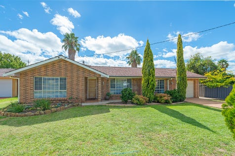 2 Kaylene Crescent, Gulgong, 2852, Central Tablelands - House / TASTEFULLY RENOVATED THROUGHOUT / Swimming Pool - Inground / Garage: 1 / Secure Parking / Air Conditioning / Toilets: 3 / $395,000