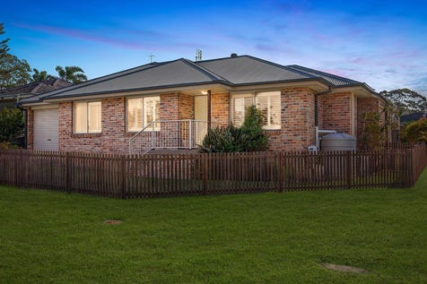 40 Grandview Parade, Gorokan, 2263, Central Coast - House / Quality built 2006 brick and tile home / Balcony / Carport: 1 / Air Conditioning / Built-in Wardrobes / Dishwasher / $480,000