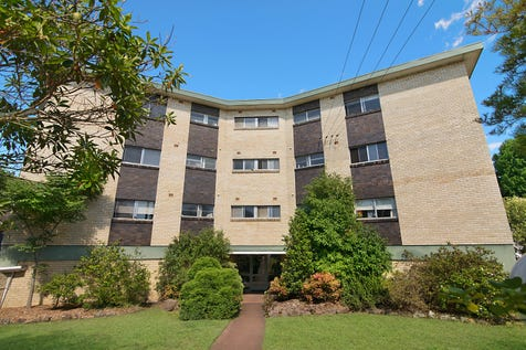 12/138-140 Albany Street, Point Frederick, 2250, Central Coast - Unit / PREMIER LOCATED TOP FLOOR APARTMENT / Garage: 1 / $470,000