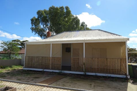 30 Duff Street, Merredin, 6415, East - House / Cosy & neat little 2 bedroom house / Built-in Wardrobes / Living Areas: 1 / Toilets: 1 / $115,000