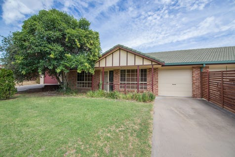 2/7 Lowana Close, Mudgee, 2850, Central Tablelands - House / INVESTMENT OPPORTUNITY IN SOUTH MUDGEE / Garage: 3 / Toilets: 1 / $279,000