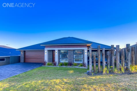 8 Jasper Street, Orange, 2800, Central Tablelands - House / Impressive from start to finish... / Garage: 2 / Air Conditioning / Built-in Wardrobes / Study / Ensuite: 1 / Toilets: 2 / $500,000