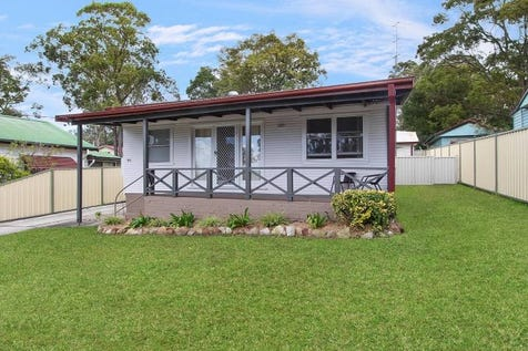 106 Panorama Avenue, Charmhaven, 2263, Central Coast - House / House & Granny Flat - $710pw Rental Return / Garage: 1 / P.O.A