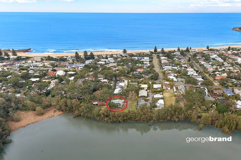 3/31 Tramway Road, North Avoca, 2260, Central Coast - House / SERENE & PRIVATE LAKEFRONT / Garage: 3 / Air Conditioning / $1,690,000