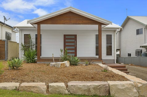 53 Gilbert Street, Long Jetty, 2261, Central Coast - House / Endless Options for Builders/Developers - Zoned R3 Medium Density Residential / Garage: 1 / $630,000