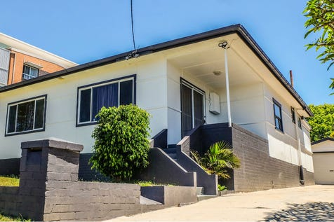 13 Gosford Avenue, The Entrance, 2261, Central Coast - House / Big House Big Block - Huge Potential / Garage: 1 / Open Spaces: 3 / $669,000