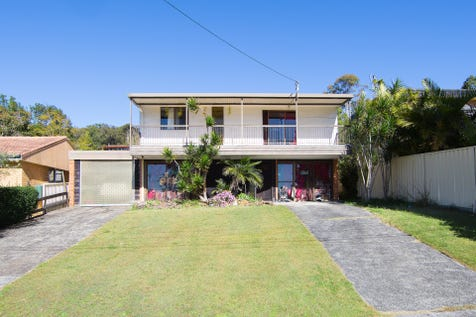 40 Wyong Road, Berkeley Vale, 2261, Central Coast - House / ROOM FOR THEM ALL - EVEN THE OUTLAWS! / Balcony / Outdoor Entertaining Area / Carport: 1 / Garage: 2 / Secure Parking / Built-in Wardrobes / $570,000