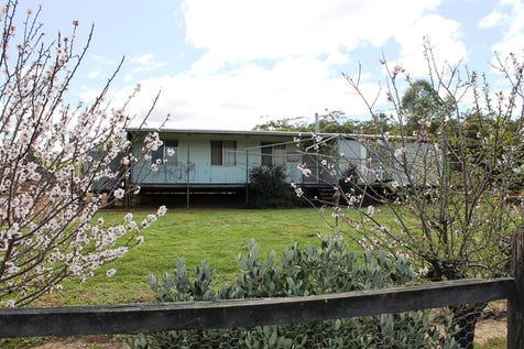 31 Carter Road (&122 North Road), York, 6302, East - House / 17 Acre Lifestyle / Fully Fenced / Shed / Carport: 5 / Air Conditioning / $399,000