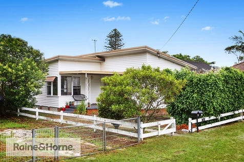 4 Lurline Street, Ettalong Beach, 2257, Central Coast - House / HOUSE PLUS APPROVED GRANNY FLAT / Garage: 2 / $750,000