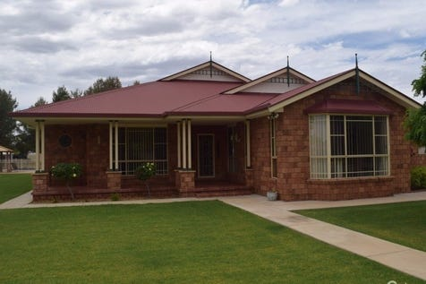 6 Coolabah Drive, Parkes, 2870, Central Tablelands - House / PRIVATE, PEACEFUL - PERFECT / Swimming Pool - Inground / Garage: 4 / $599,000