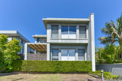 1/11 Moore Street, West Gosford, 2250, Central Coast - Townhouse / Stylish Tri-Level Townhouse / Balcony / Swimming Pool - Inground / Garage: 2 / Secure Parking / Air Conditioning / Floorboards / Toilets: 2 / $530,000
